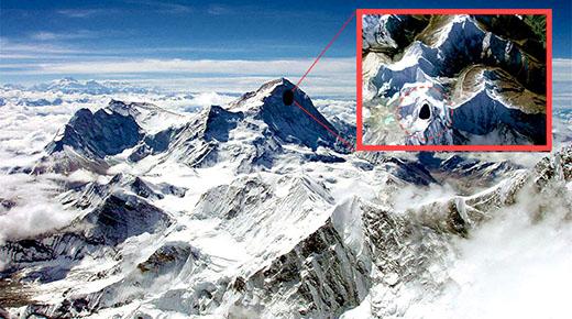 Ufológos descubren entrada a base secreta extraterrestre en un acantilado en las montañas del Himalaya
