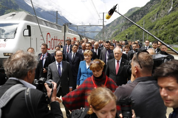 (L-R) France's President Francois Hollande, Germany's Chancellor Angela Merkel and Switzerland's President Johann Schneider-Ammann look on after travelling through the Gotthard Rail Tunnel, the longest tunnel in the world, on its opening day, at the southern portal in Pollegio, Switzerland, June 1, 2016. REUTERS/Peter Klauzner/Pool - RTX2F5PP